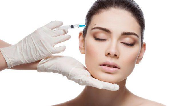 Коррекция носогубных складок, углов рта, овала лица препаратами: «Ювидерм», «Рестилайн», «Surgiderm», «Voluma»