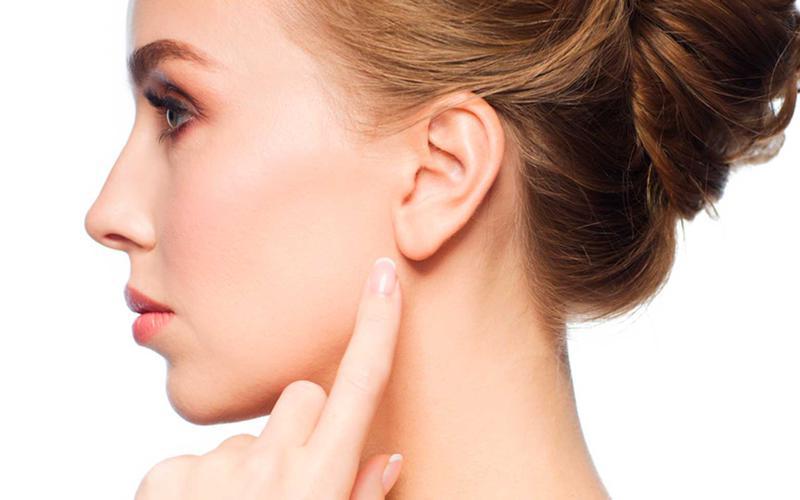 Ушивание мочки уха (одна мочка)